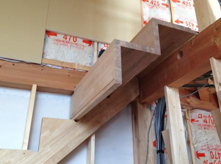 片持ち階段の施工中写真です