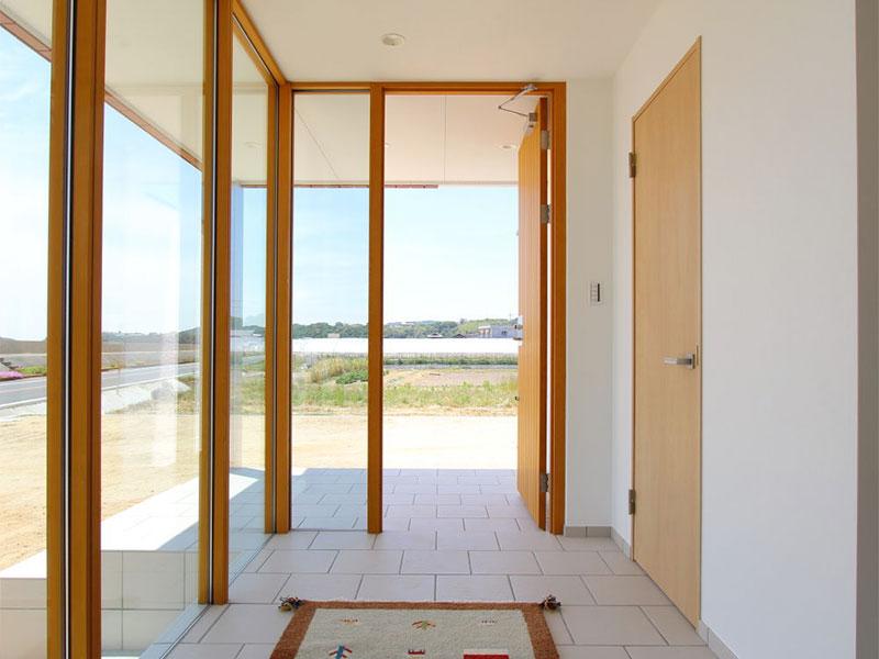 海を眺める家