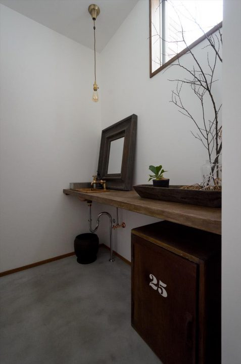 倉敷市に完成した林のカフェ。お手洗いスペースのインテリアです。