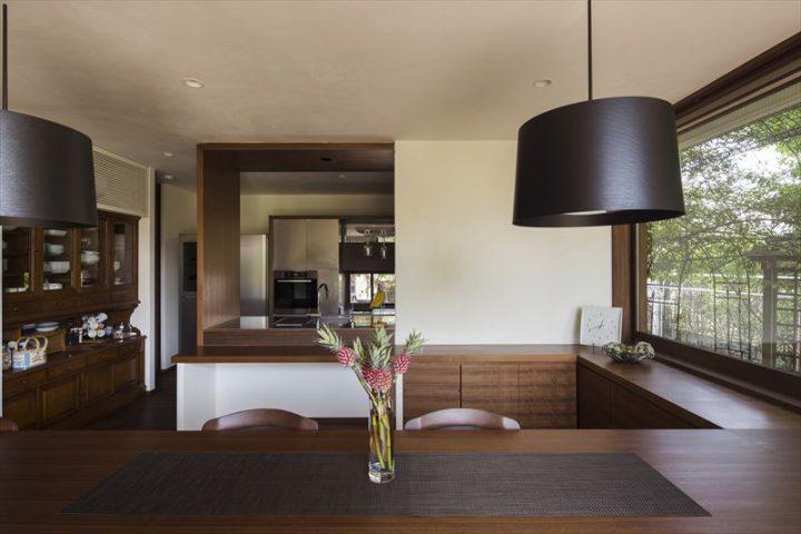 倉敷市に完成した高級住宅、内装リフォーム工事のダイニング完成写真