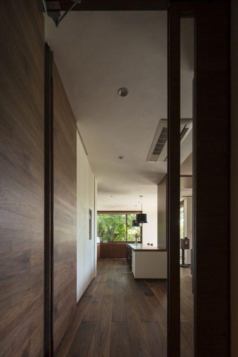 倉敷市に完成した高級住宅、内装リフォーム工事の統一感のあるLDK完成写真