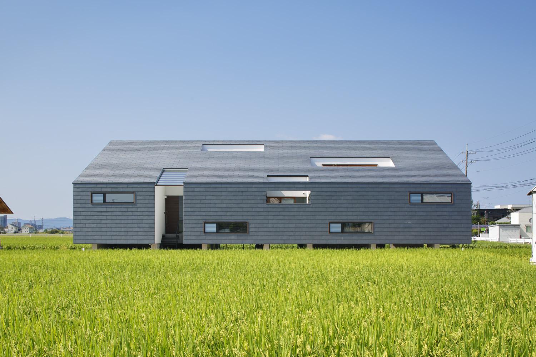 天然スレートの迫力ある外観が特徴の大福の家