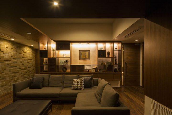 倉敷市に完成した高級住宅、内装リフォーム工事の夜は一層エレガントなリビング