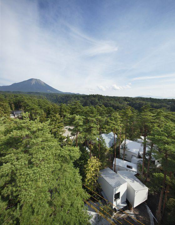 大山のふもとに建つ大自然の魅力を詰めこんだ7つの離れが織りなす高級セカンドハウス