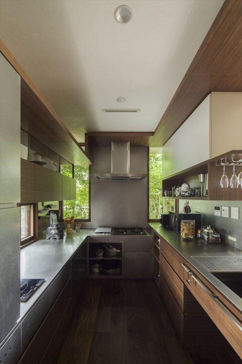 倉敷市に完成した高級住宅、内装リフォーム工事のオーダーメイドの使い勝手のいいコの字型キッチン完成写真