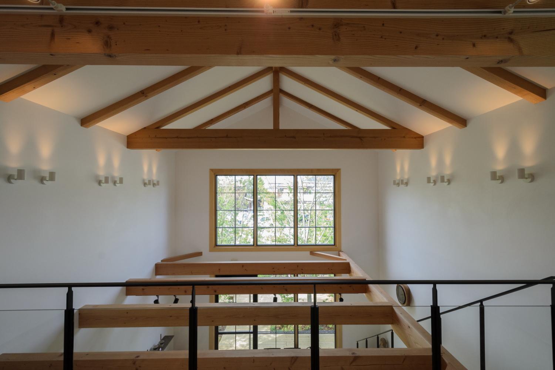 倉敷市の人気カフェ、林のカフェの吹き抜け空間