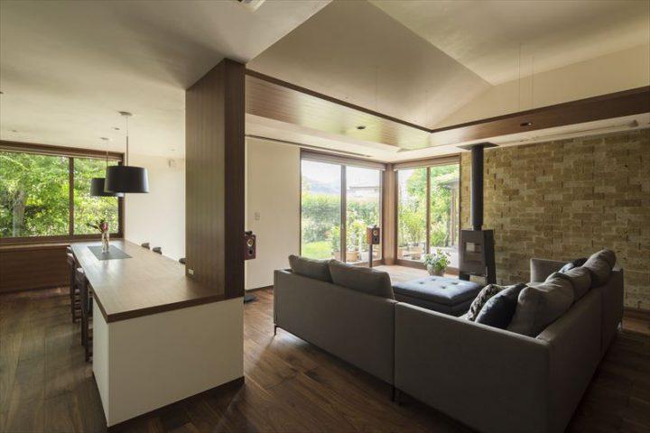 倉敷市に完成した高級住宅、内装リフォーム工事のLDK完成写真