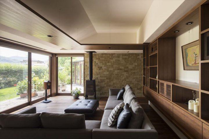 倉敷市に完成した高級住宅、内装リフォーム工事のリビング完成写真