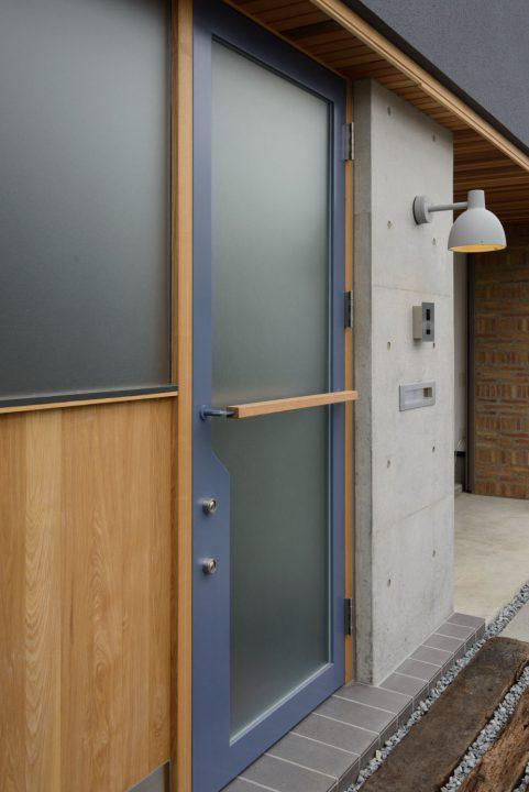 オーダーで製作した玄関ドア