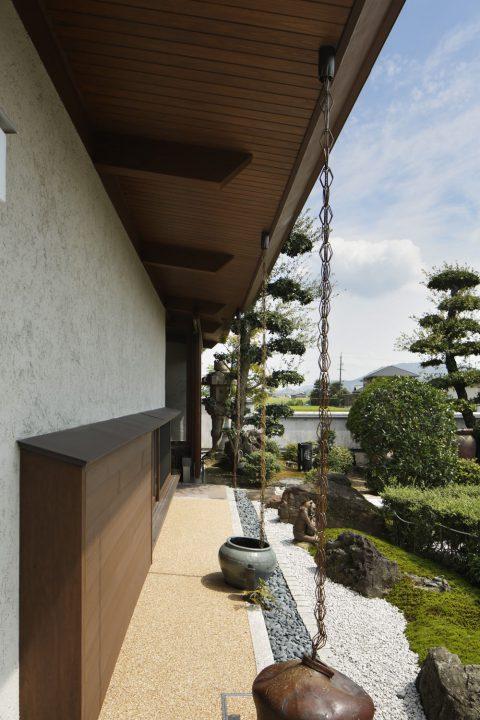 倉敷市の高級住宅、和風な軒のある風景