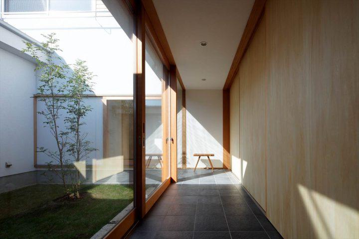 中庭とLDKには2重にドアがあるので断熱性能も安心です