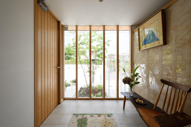倉敷市のガラス張りが美しい玄関