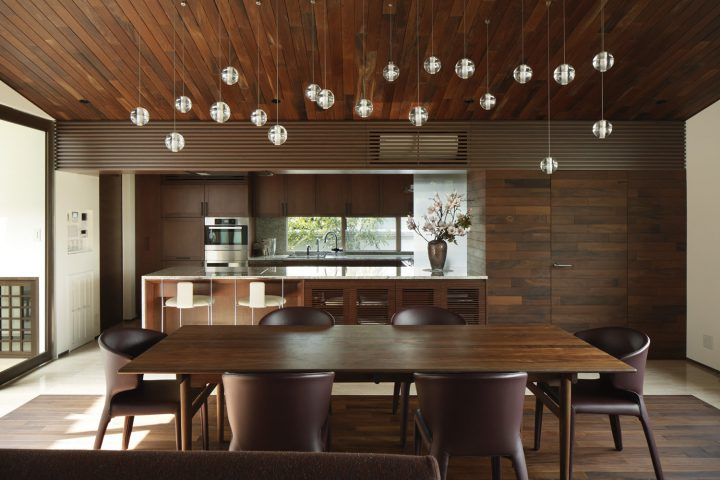 倉敷市の高級住宅、オシャレな照明が特徴のリビングダイニング