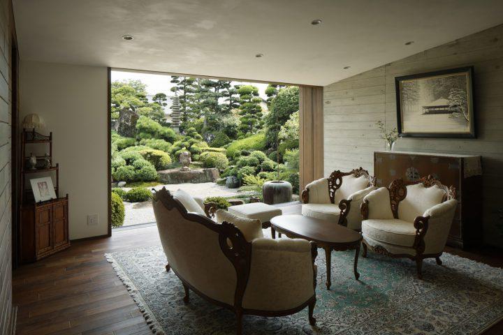 倉敷市の高級住宅、庭園を眺める客室