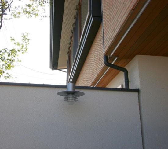 岡山市南区に完成した高級住宅、外部の照明にも工夫を凝らした住宅外観