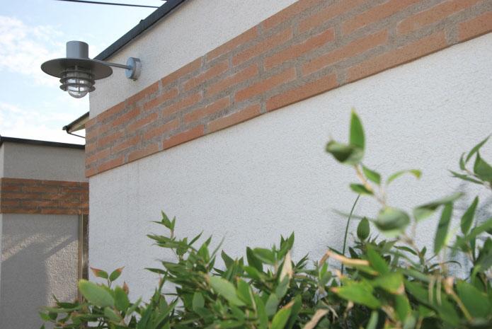 岡山市南区に完成した高級住宅、外構にも外壁と同じタイルをあしらい統一感をもたせました