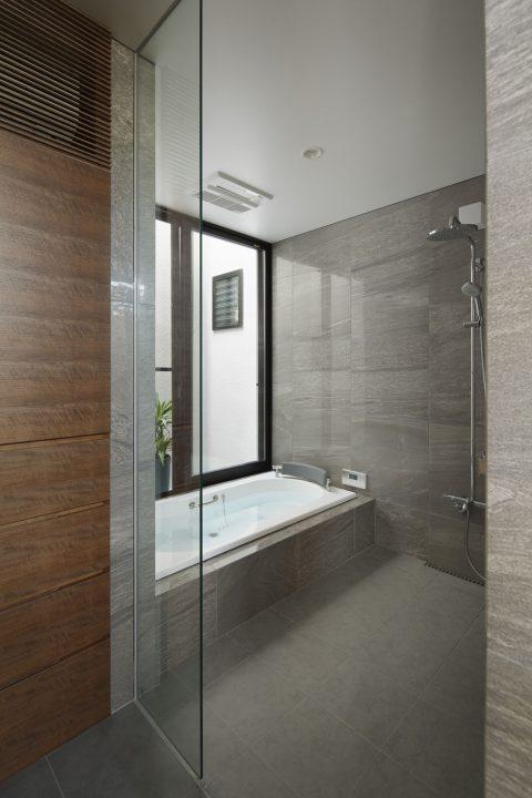 倉敷市の高級住宅の石貼りでシックな浴室