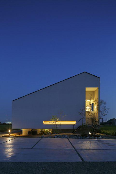 南区大福に完成した高級住宅、夜の幻想的な住宅外観