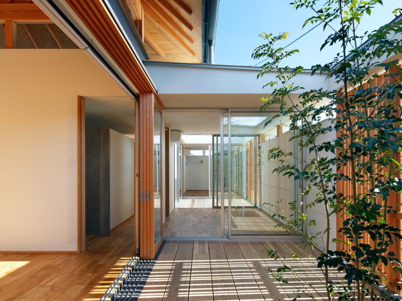 方形の光の家
