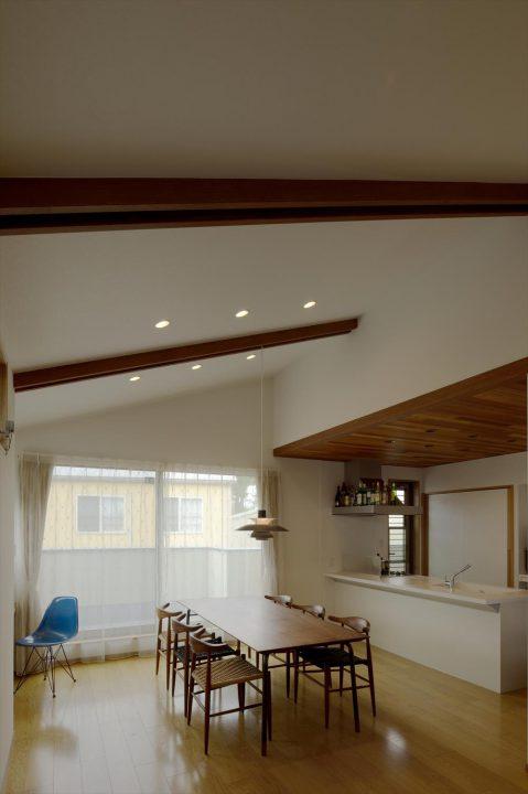 勾配天井で開放感のある2FLDK