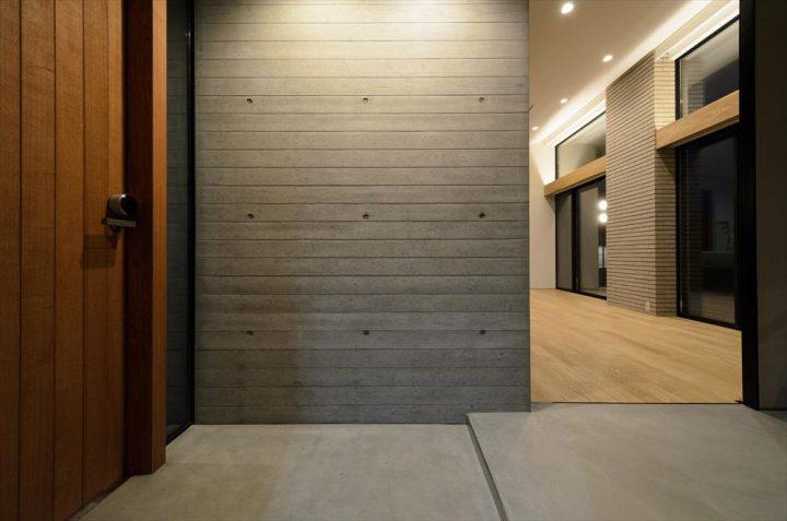 玄関にある一部コンクリート壁