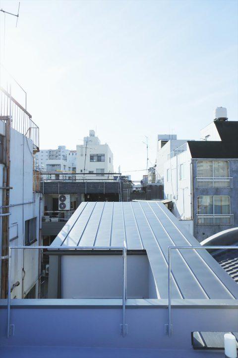 屋上にはBBQスペースがあります