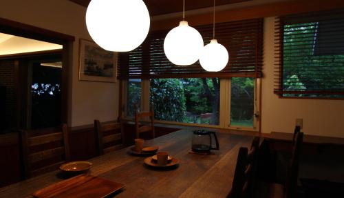岡山市の注文住宅の窓辺に木製ブラインドを取付ました