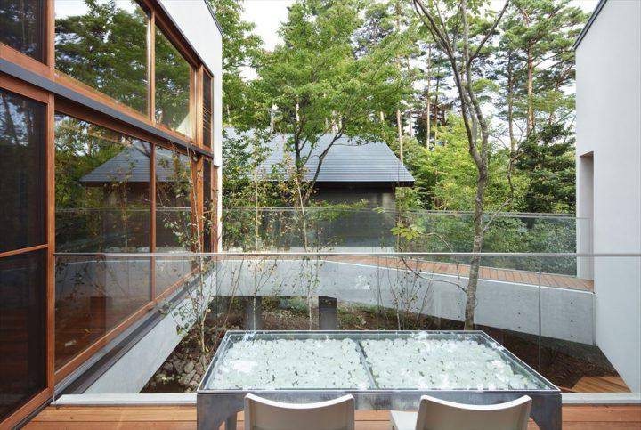 大山の大自然に囲まれたセカンドハウスのテラス