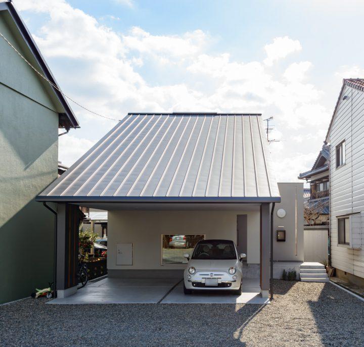 早島に完成した注文住宅、大屋根の家の北側外観写真