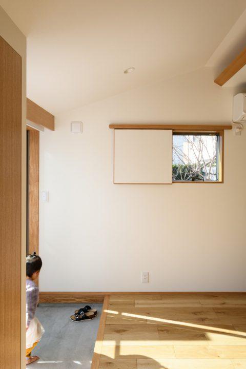 早島に完成した注文住宅、大屋根の家の一部土間スペース