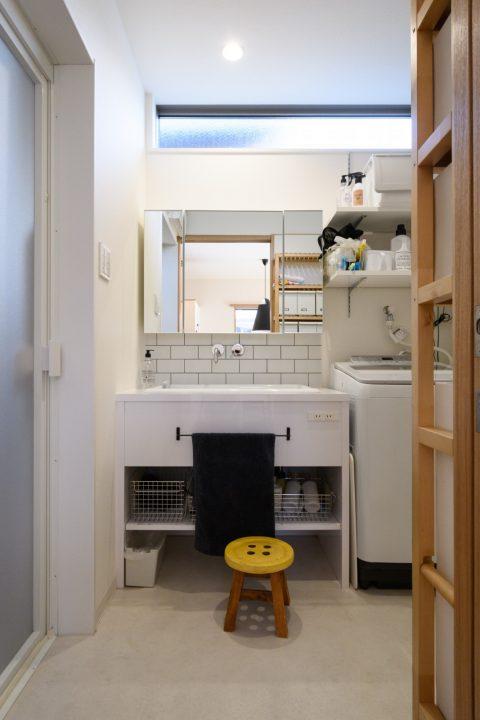 早島に完成した注文住宅、大屋根の家のかわいい洗面スペース
