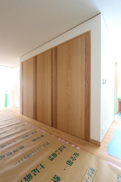 シンプルな収納扉