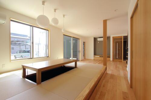 岡山市北区に完成した二世帯住宅の掘りごたつリビング