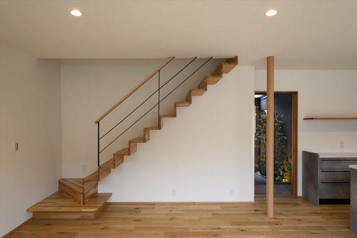 スッキリ見えるリビング階段