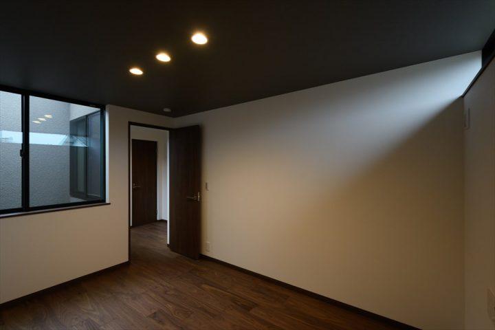 プライベート感満載の寝室