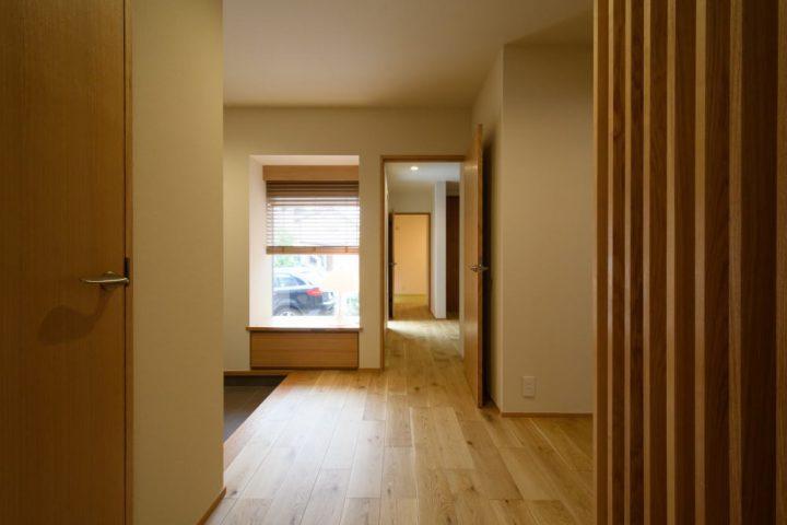 1階玄関から廊下