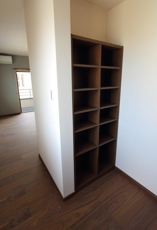 書斎の奥にある本棚