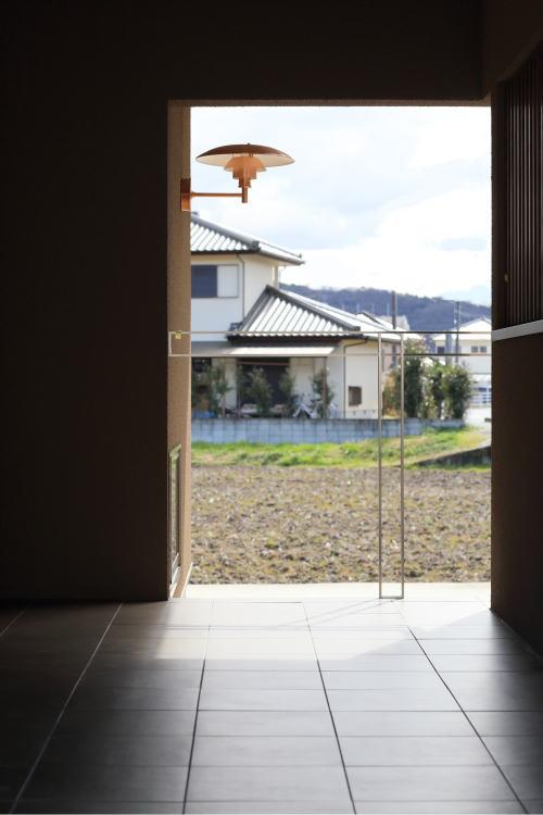 贅沢な広さの玄関アプローチ