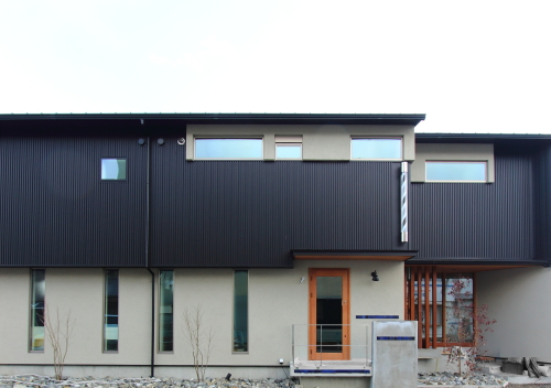 岡山市中区に完成した店舗兼住宅の外観