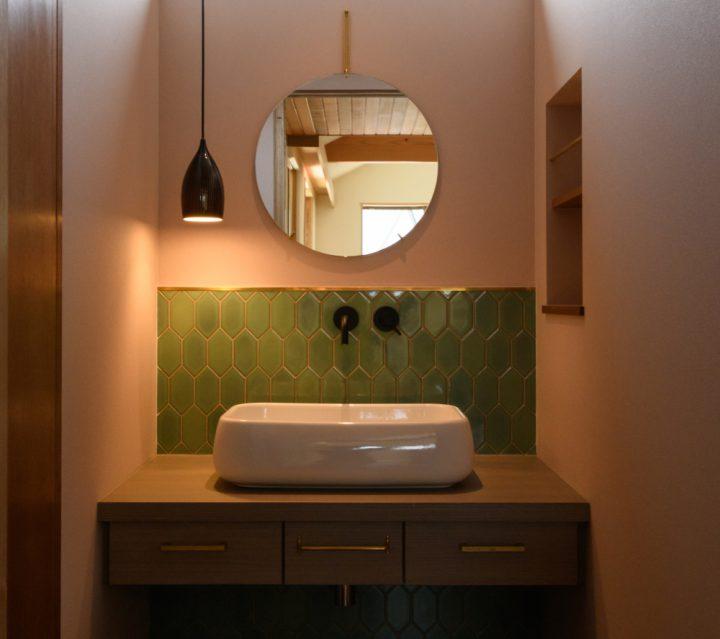 岡山市の注文住宅Wall Dsignの小物にこだわった洗面スペース
