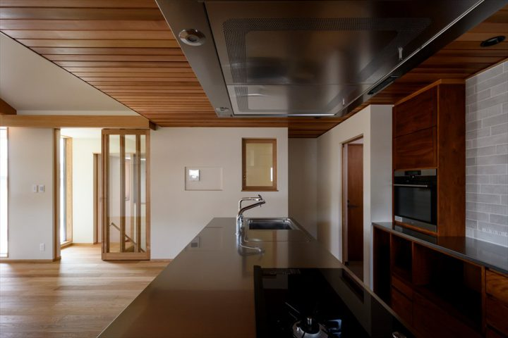 岡山市の注文住宅Wall Dsignのオシャレなアイランドキッチン