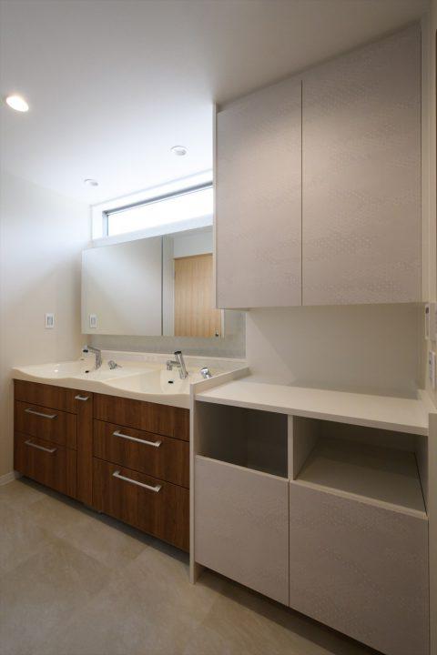 岡山市の注文住宅Wall Dsignのダブルボウルのキレイで落ち着いた洗面室
