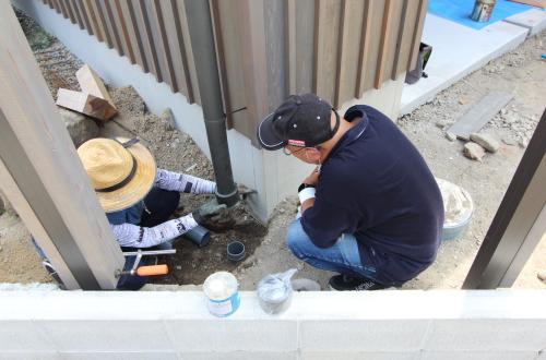屋外の衛生配管も仕上げに入ります