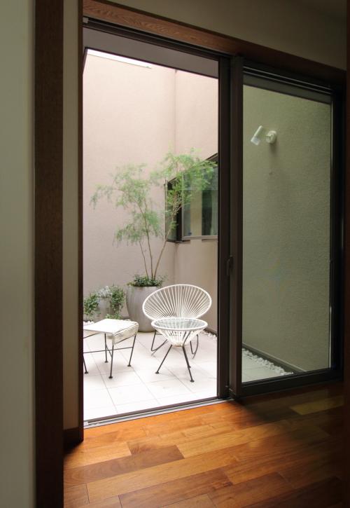 岡山市北区に完成した注文住宅、プライベート感のある中庭