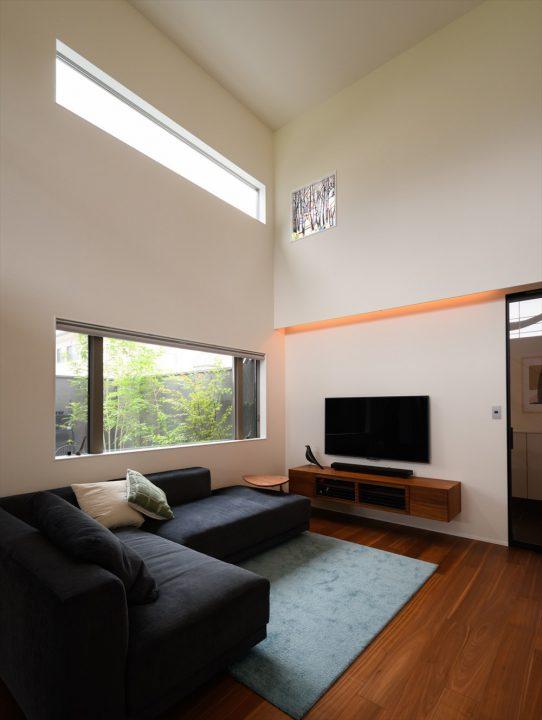 岡山市中区に完成した注文住宅、吹き抜けリビングと中庭