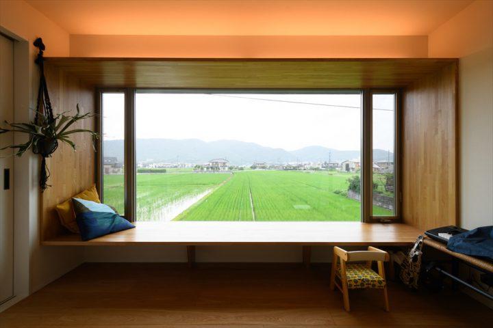 岡山市中区に完成した注文住宅、景色を眺めるピクチャーウィンドウ