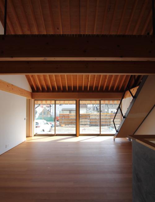 倉敷市に建築中の注文住宅、大きな窓からの光が心地いいLDK