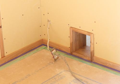 リノベーション工事で猫ちゃん専用入口を作りました