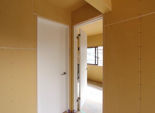 子供室は将来2部屋に分けれるようにドアが2つあります