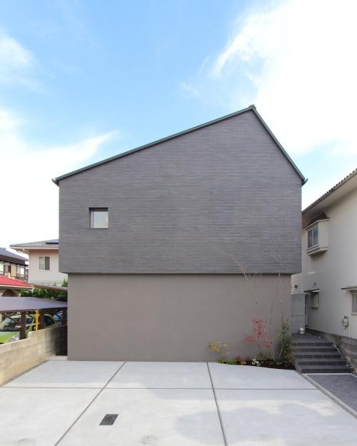 岡山市に完成したグレーのタイルを贅沢に貼ったオシャレな注文住宅